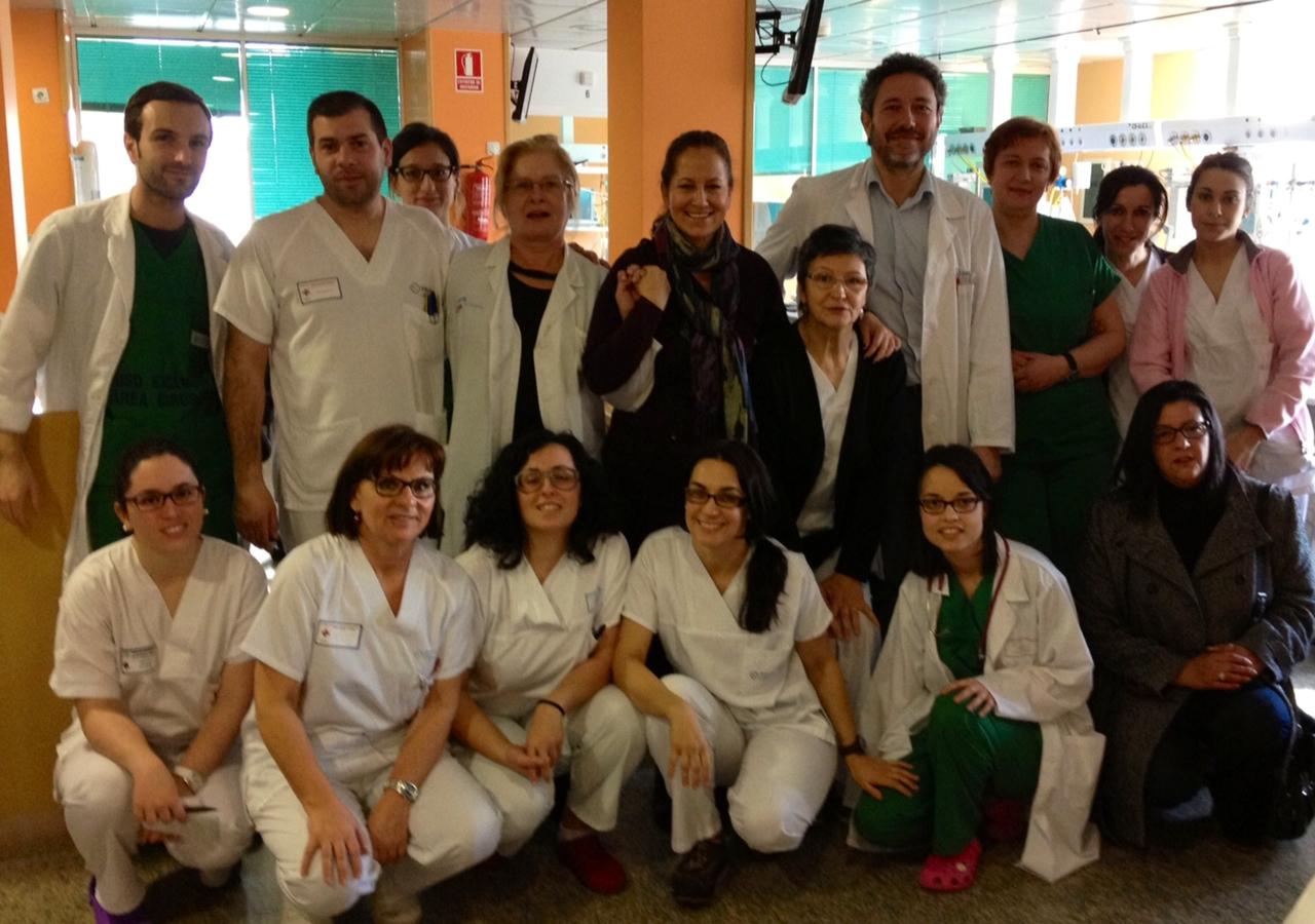 El equipo médico del Hospital Mterno Infantil Teresa Herrera junto a la presidenta de Tdh, María Antonia Jiménez