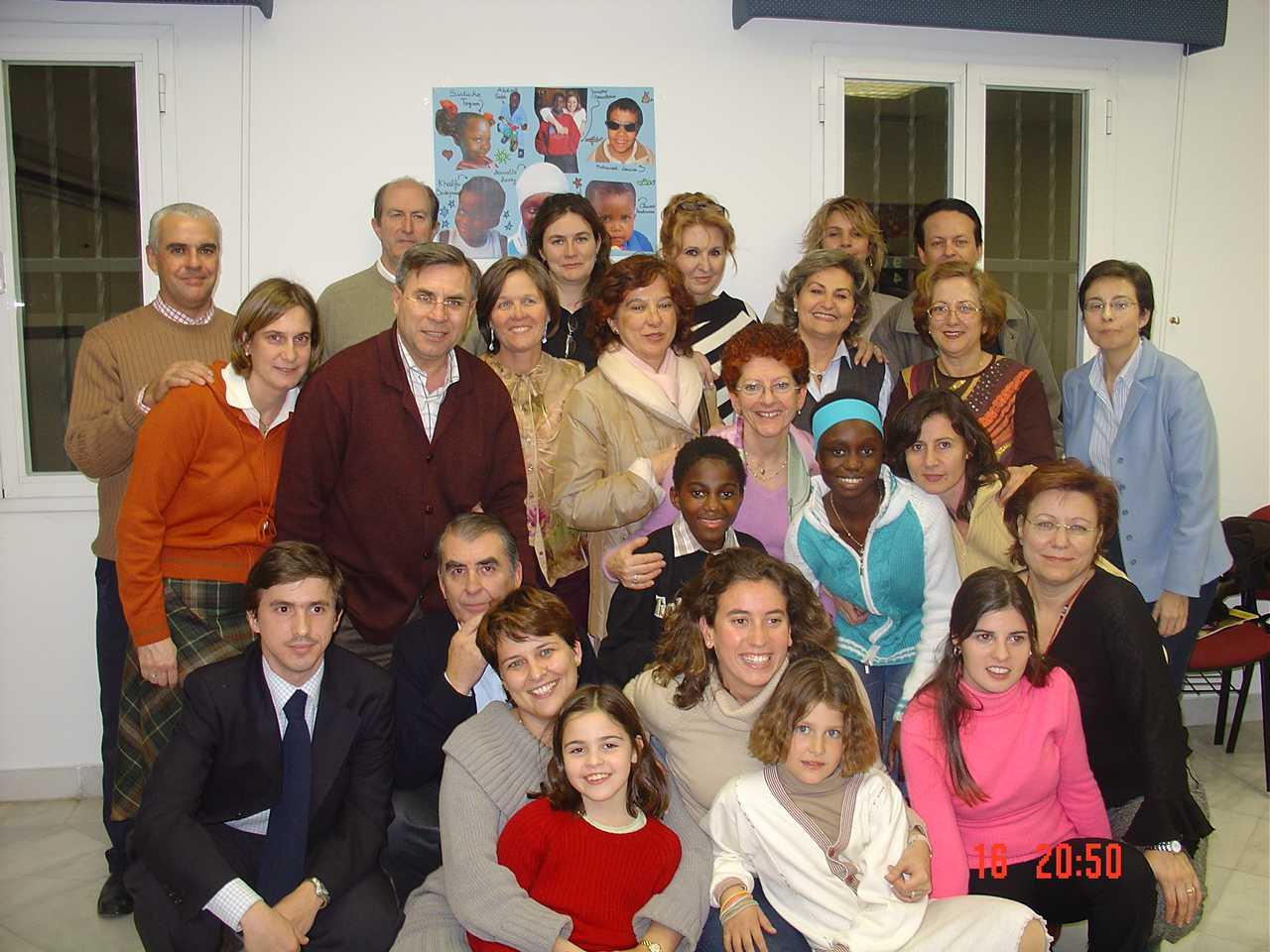 reuni_n voluntarios navidad 2004