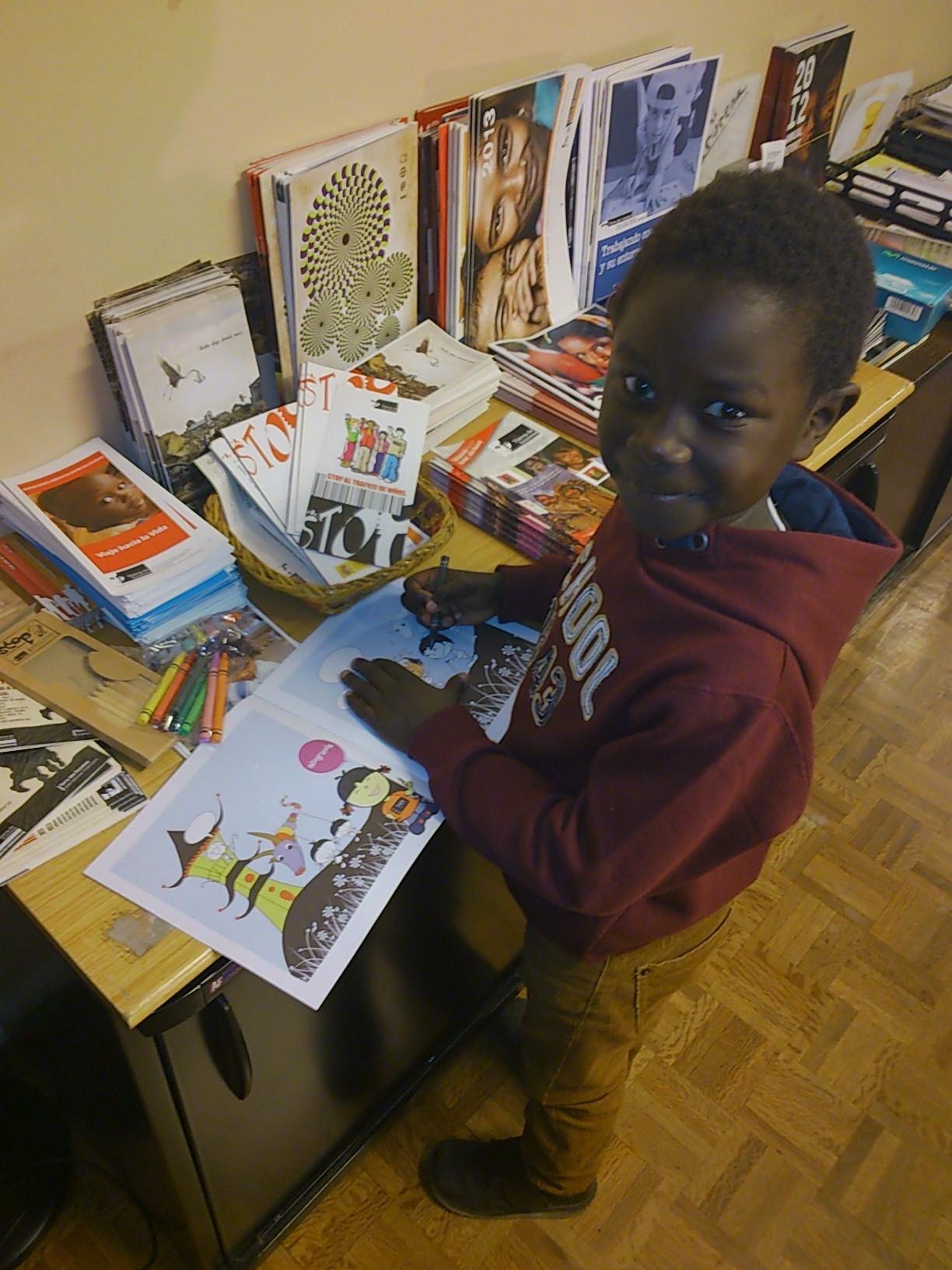 Moha, un niño senegalés de seis años, recupera su salud en España gracias a la Fundación Tierra de hombres y la Fundación Quirón