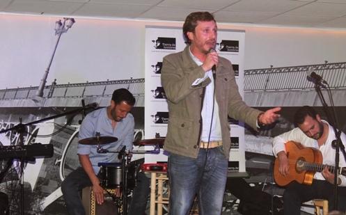 Juan Peña presenta su disco «Infinito» a beneficio de Tierra de hombres