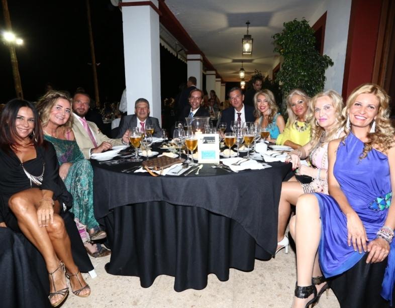 Mesa de Clinica Marest con Carmen Danta y la diseadora Aurora Gavio entre otros