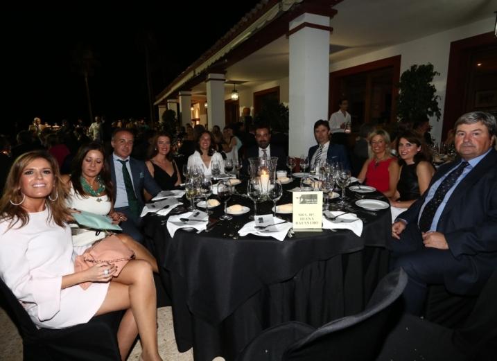 Mesa de Diana Batanero y amigos