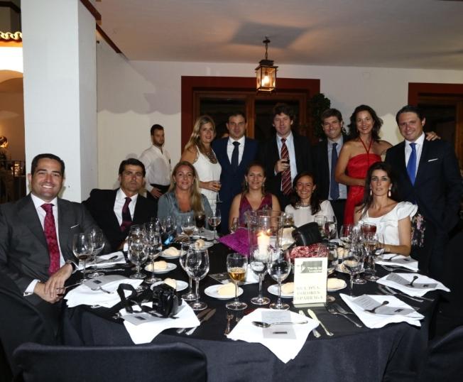Mesa de Dolores Esparraga y amigos