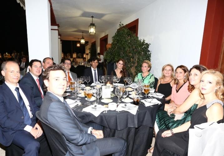 Mesa de Felipe Oate y amigos