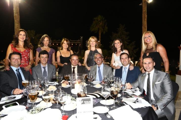 Mesa de Jacaranda con Beln Briones y amigos