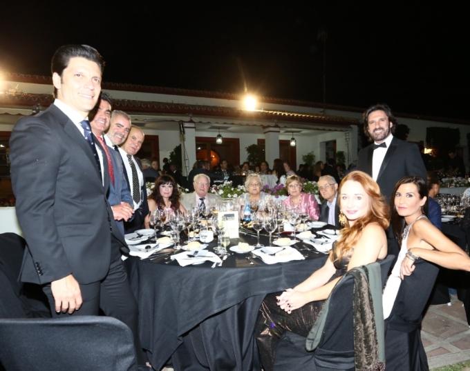 Mesa de Jos Luis Pantoja gerente de Transportes Pantoja con familiares y amigos