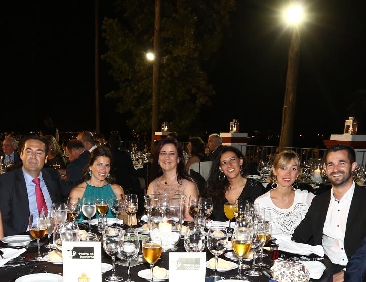 Mesa de Olga Clari y sus amigos