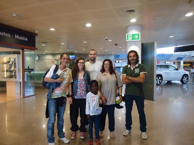 Atachi, una niña de 6 años, regresa a Benin tras 2 meses en A Coruña