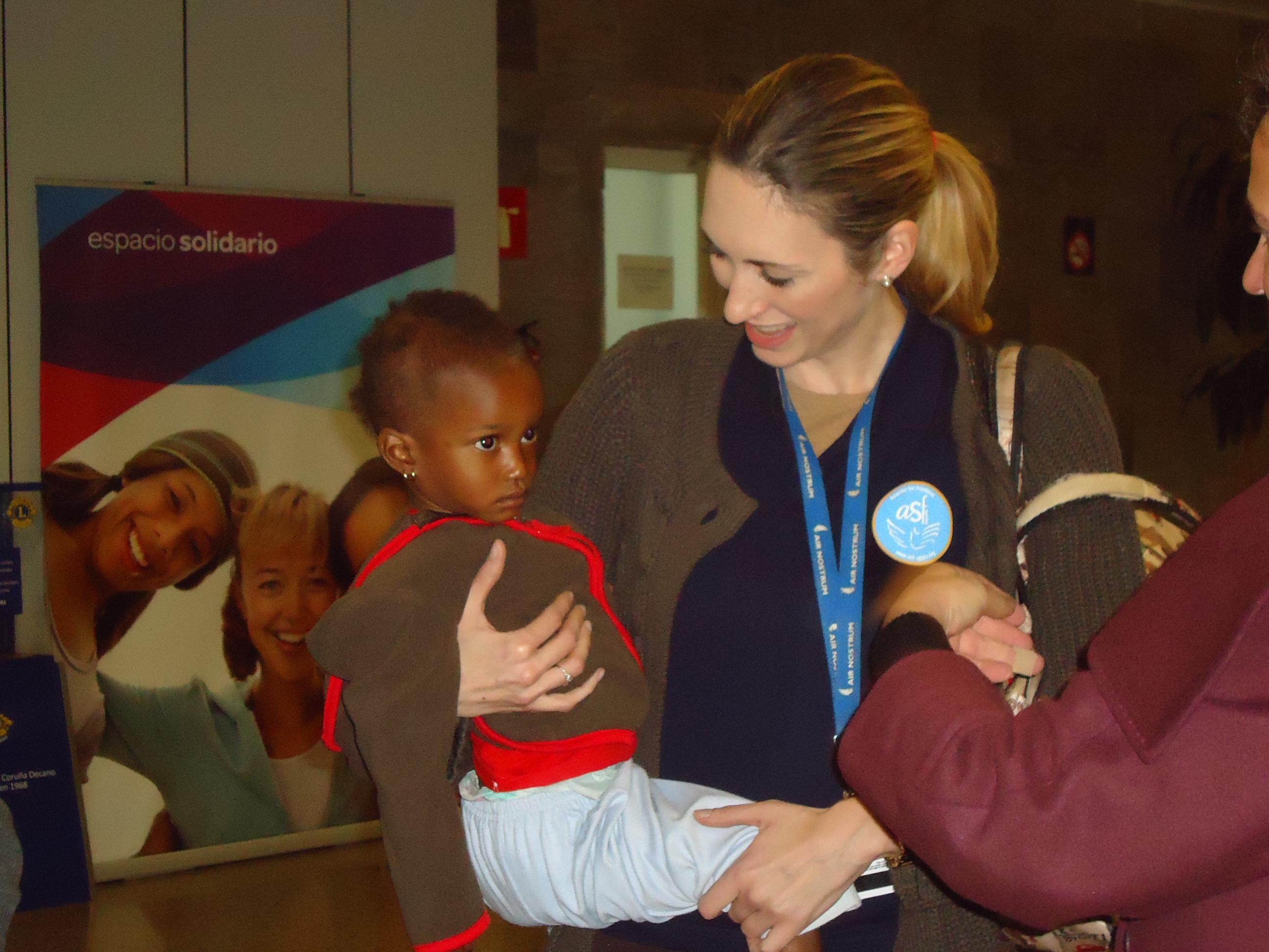 Fatou llega a La Coruña para operarse del corazón dentro del programa «Viaje hacia la Vida»