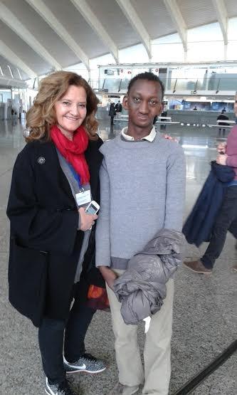 Abdoulaye vuelve a Senegal, recuperado de su anquilosis maxilotemporal, gracias a «Viaje hacia la Vida»