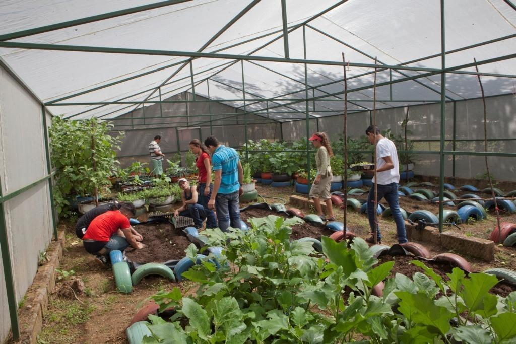 """Adolescentes del Proyecto Justicia Juvenil Restaurativa en Nicaragua construyen un """"Huerto Modelo Comunitario"""""""