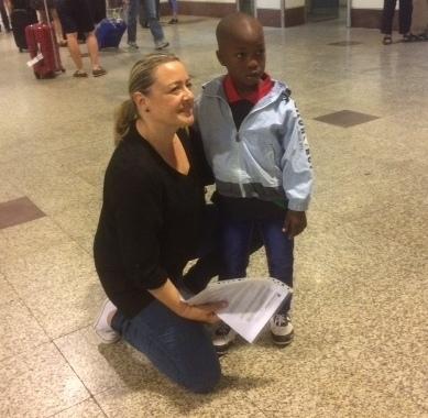 Khalilou llega a Madrid dentro del programa «Viaje hacia la Vida» para ser operado de un problema urológico