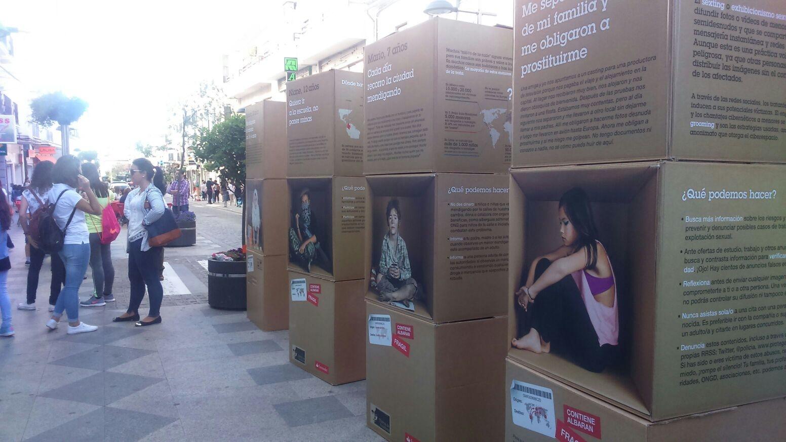 """La exposición """"Stop a la Trata Infantil: Somos niñ@s, no mercancías"""" sale a las calles de Pozoblanco"""