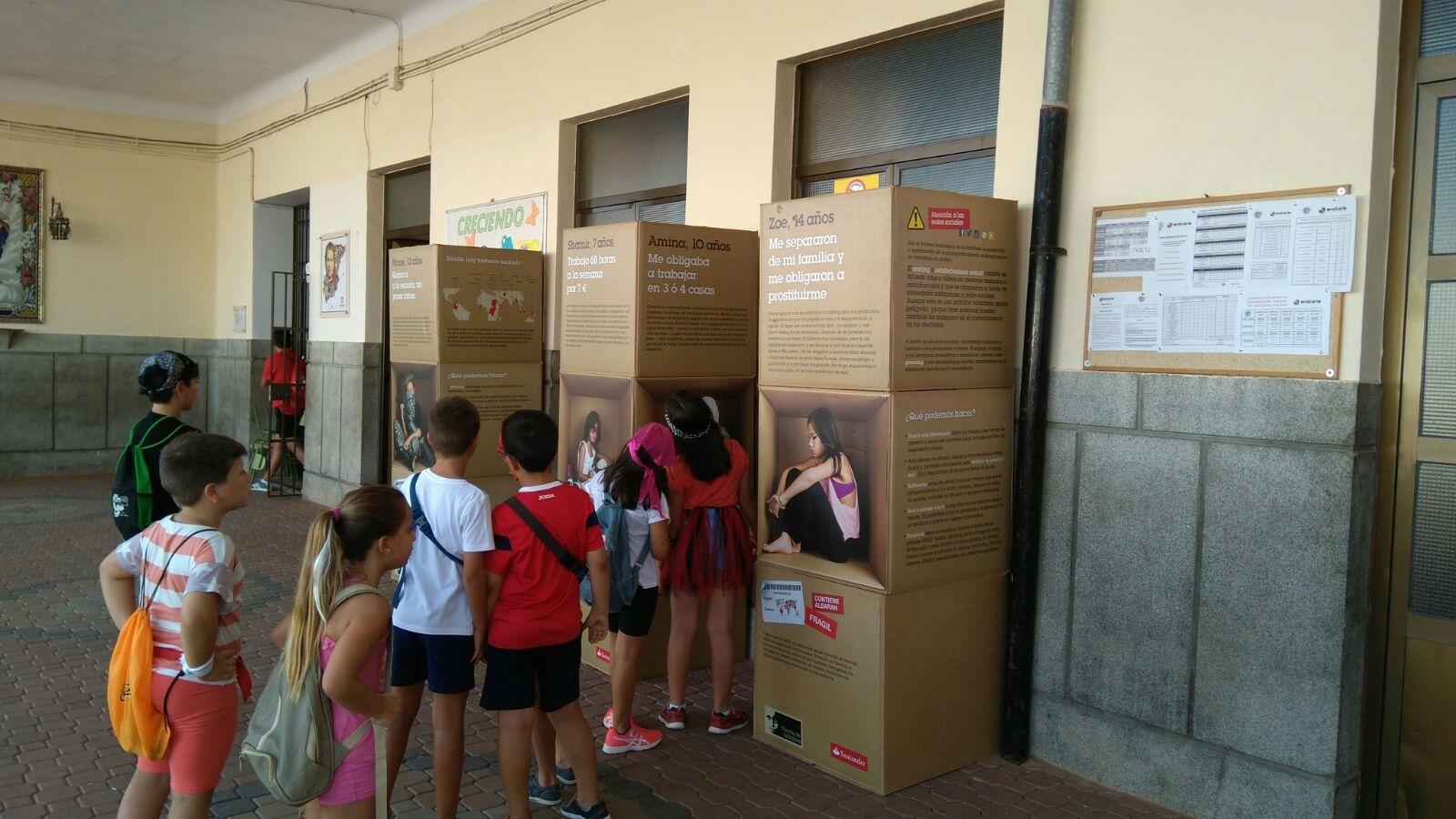 Exposición «Stop a la Trata Infantil» en el Colegio Salesiano de Pozoblanco