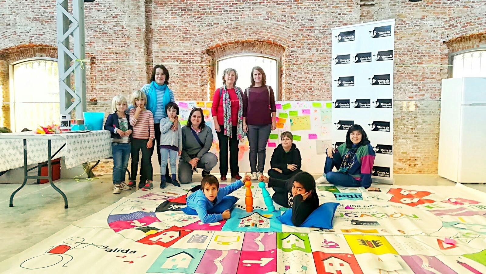 Niños y niñas aprenden en Madrid los Derechos de la Infancia jugando a la Oca