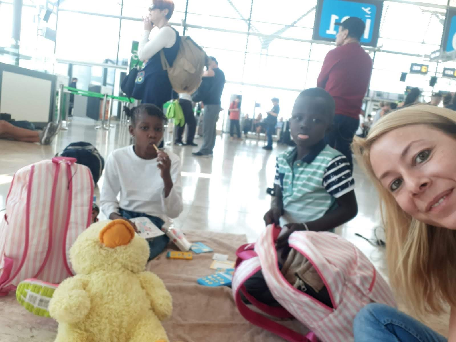 fotnot_vhv_cordoba_anake_sokou_aeropuerto_ayuda_infancia
