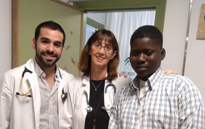 Almamy vuelve a Mali tras ser intervenido en Málaga gracias al programa «Viaje hacia la Vida» de Fundación Tierra de hombres