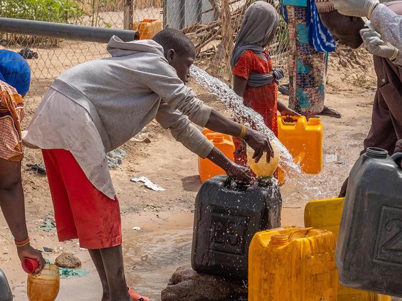 Hacer el agua potable accesible a todos