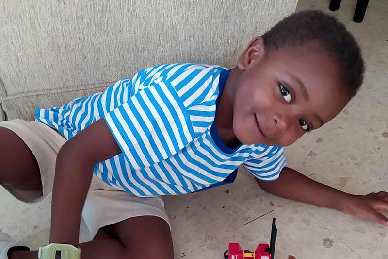 Pequeño de cuatro años vuelve a Benin gracias a la Fundación Tierra de hombres