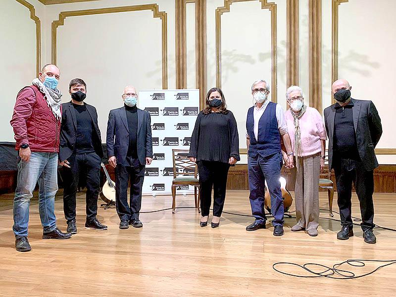 Inauguración de la exposición solidaria en Liceo de Ourense